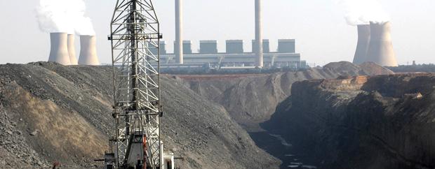 A dragline sccops coal in a mine