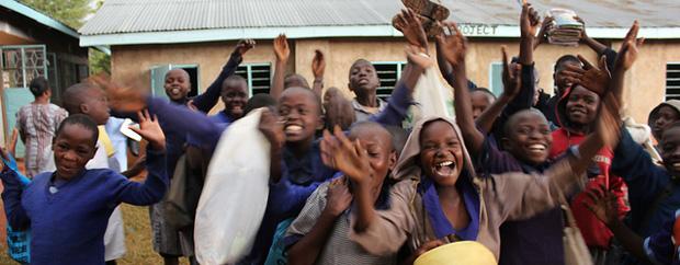 Freudige afrikanische Kinder